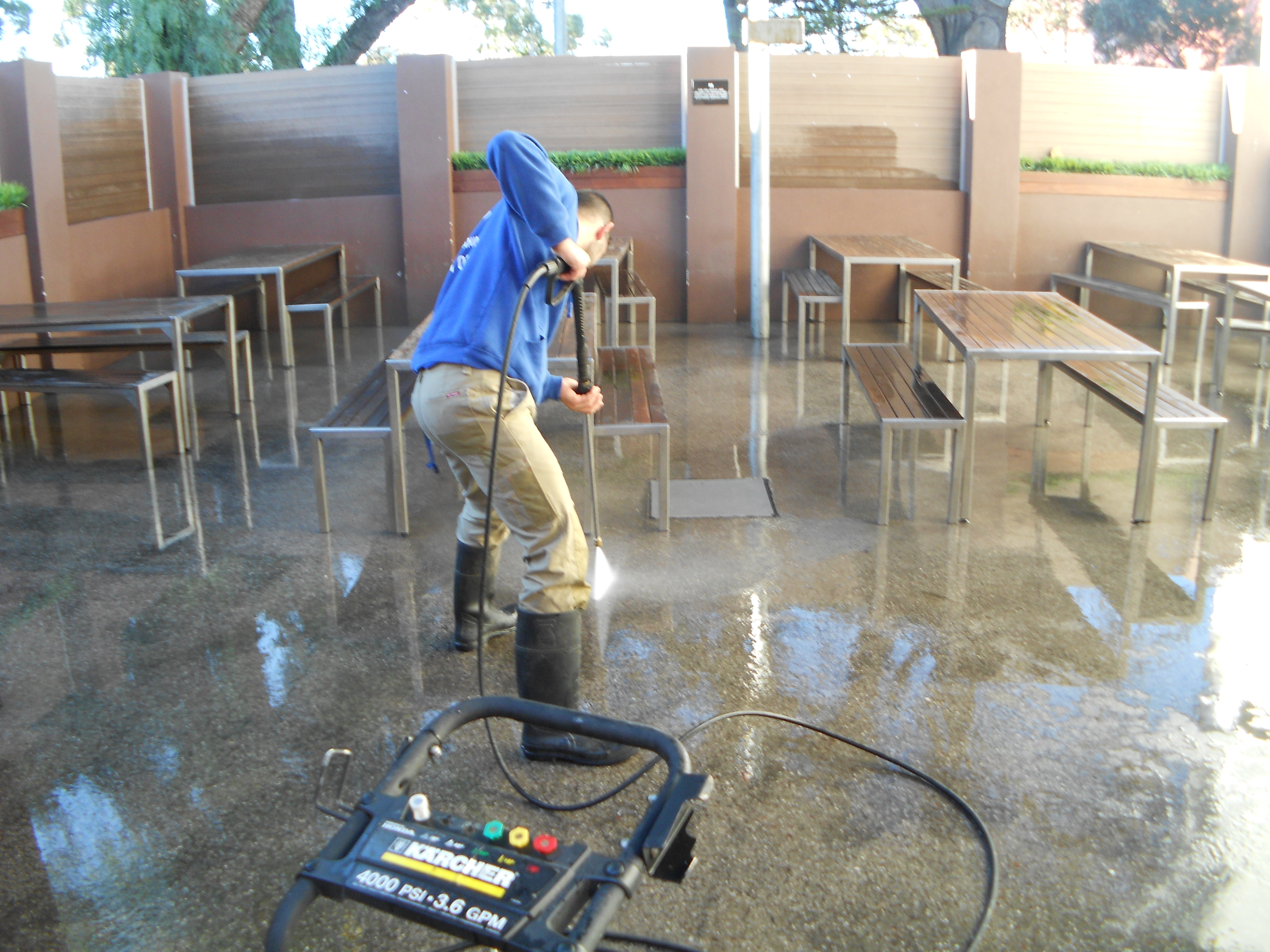 http://pristinepropertysolutions.com.au/wp-content/uploads/2014/08/commercial-cleaning.jpg
