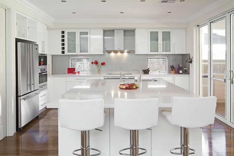 http://pristinepropertysolutions.com.au/wp-content/uploads/2014/08/luxury-kitchens-with-white-cabinets-design.jpg